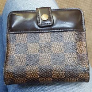 Authentic 💯Louis Vuitton Damier Wallet